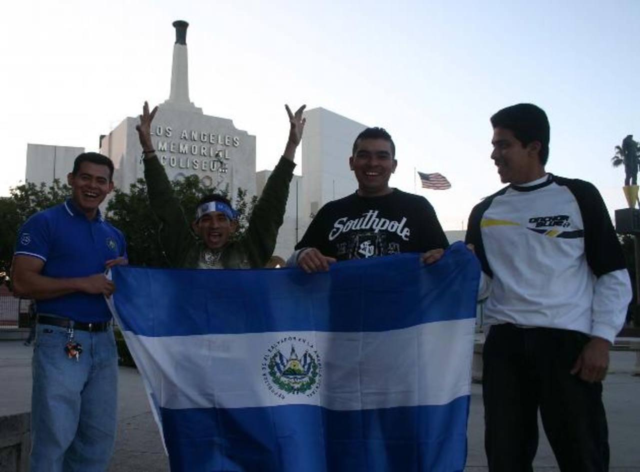 281 mil salvadoreños viven en el área de Los Ángeles