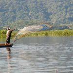 Pescadores artesanales de las comunidades de la laguna de Olomega, El Carmen, La Unión, están preocupados por la falta de vigilancia de parte de las autoridades. Foto/ Archivo
