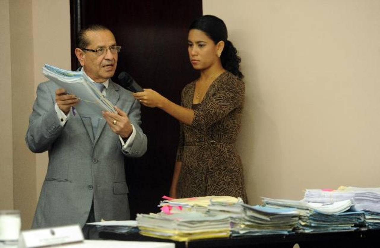 El presidente de la Corte de Cuentas, Rosalío Tóchez Zavaleta (al centro). FOTO EDH Marlon Hernández