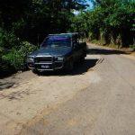 El Consorcio del Pacífico mandó a tapar los baches de la vía asfaltada con una mezcla de tierra, arena y cemento, ante el desdén que mostró Fovial en los últimos años. A pesar de que esta se había vuelto una vía muy transitada, ahora muy pocos la uti
