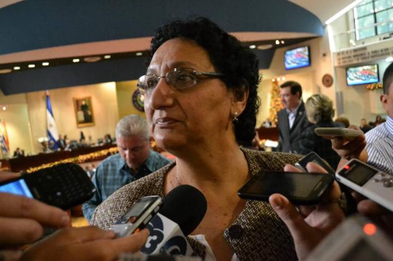 Lorena Peña, diputada del FMLN, insiste en que reformas a Ley de Asocios Público-Privados pretenden privatizar el recurso hídrico. foto edh