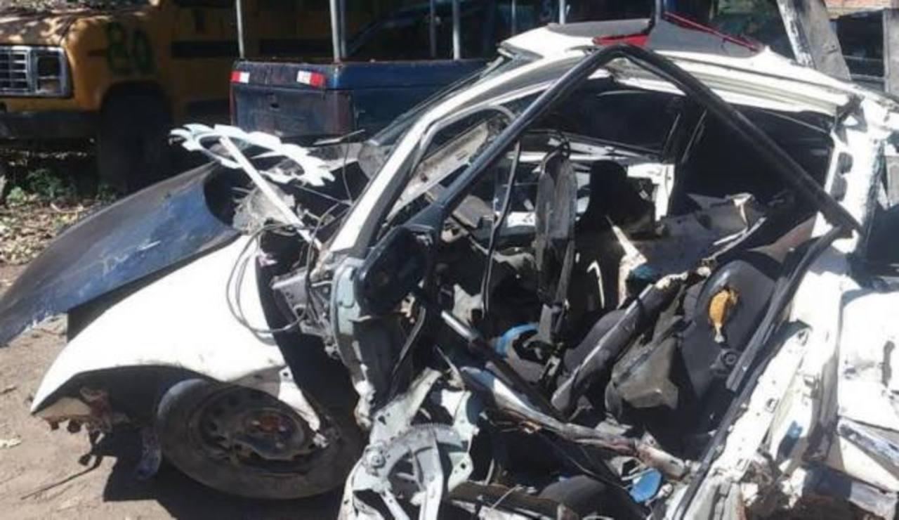 El accidente ocurrió en caserío El Riel, cantón El Cimarrón, La Libertad. Foto vía móvil Claudia Castillo