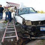 En Santa Tecla, un accidente dejó dos lesionados. Foto EDH / Claudia castillo.En Chinameca chocó un bus y dos autos. Foto EDH / twitter Karla Contreras.