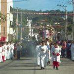 La procesión en honor de la Santa Juan en Antiguo Cuscatlán. Foto vía Twitter Marlon Hernández