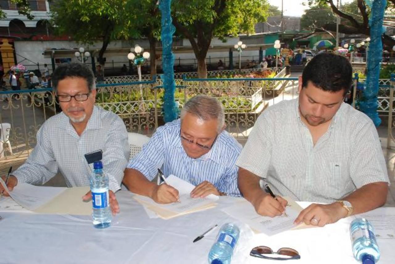 El acto de hermanamiento se registró en la cabecera de La Unión. foto edh / insy mendoza