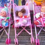 Estas muñecas se exhiben en la calle Rubén Darío. FOTOS EDH Leonardo González.