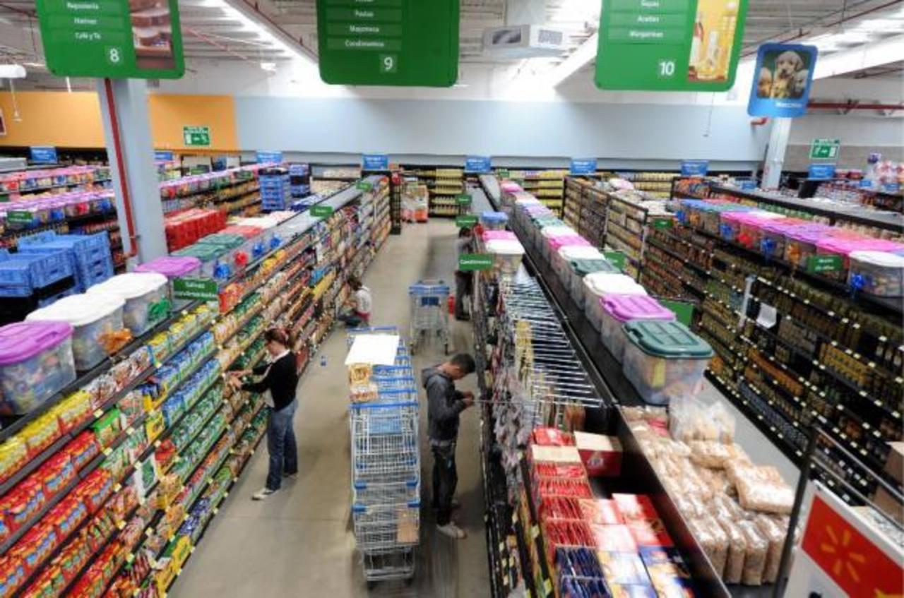Más de 300 agricultores proveen productos a Walmart