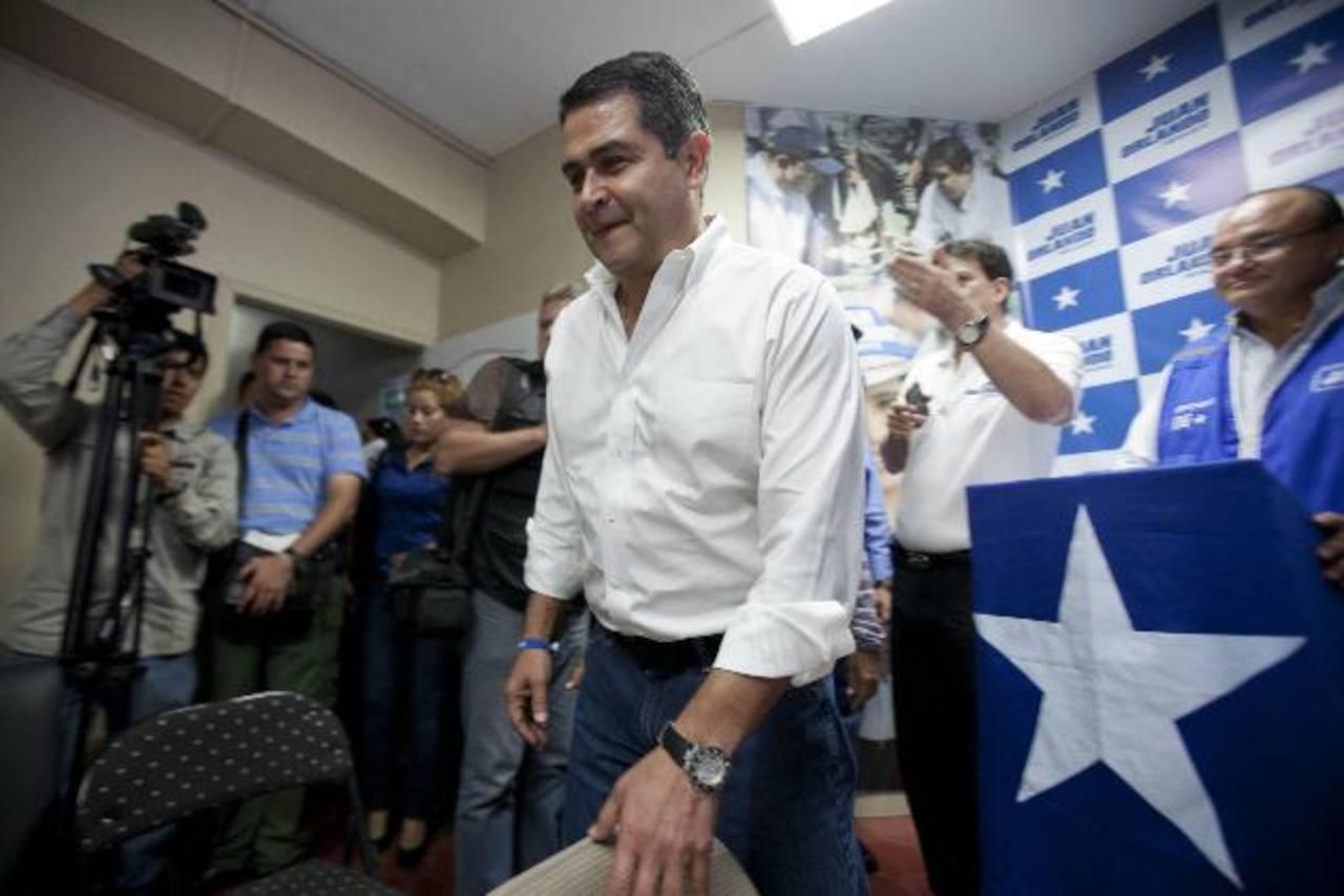 El presidente electo de Honduras, Juan Orlando Hernández, junto a su homólogo saliente, Porfirio Lobo, también han hecho cambios en la cúpula militar y policial. foto edh /archvo