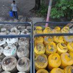 Salvadoreños que no hayan activado su Tarjeta Solidaria podrán seguir utilizando en enero el DUI para cobrar el subsidio al gas. Foto/ Archivo
