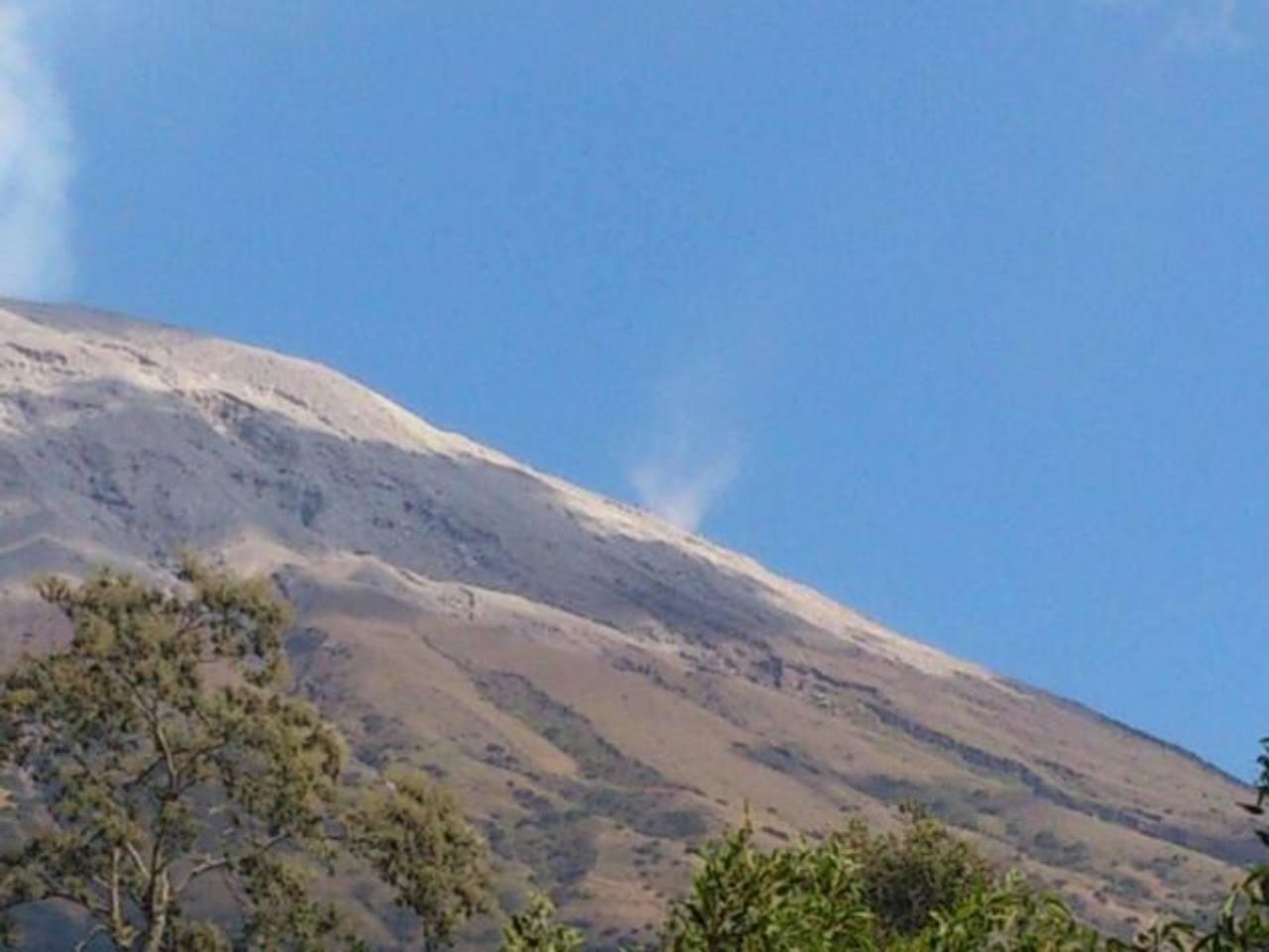 El volcán Chaparrastique continúa emanando gas y ceniza.