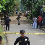 En la colonia Los Ángeles, en Soyapango, en el sector de El Arenal de Ilopango también se registraron homicidios ayer. Algunos supuestos pandilleros fueron detenidos por estos casos. Foto EDH / Claudia Castillo