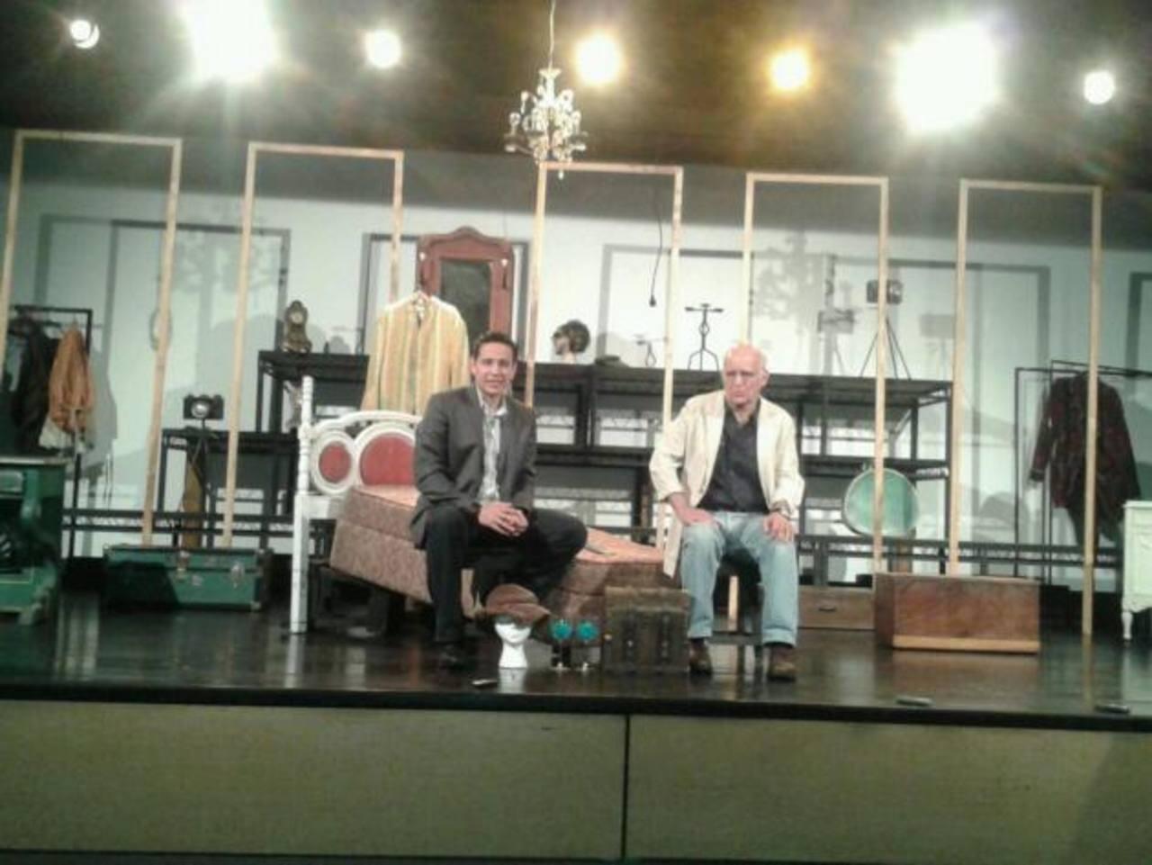 Roberto Salomón y Fernando Rodríguez en conferencia por la presentación de la obra Un Cuento de Navidad.