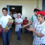 Los niños del hospital Bloom recibieron regalos en el contexto de la Navidad y Fin de Año. Foto vía Twitter Georgina Vividor