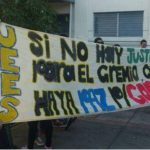 Egresados de medicina protestan en Casa Presidencial