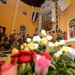 Fieles católicos veneran a la Virgen de Guadalupe. Foto EDH / Óscar Mira