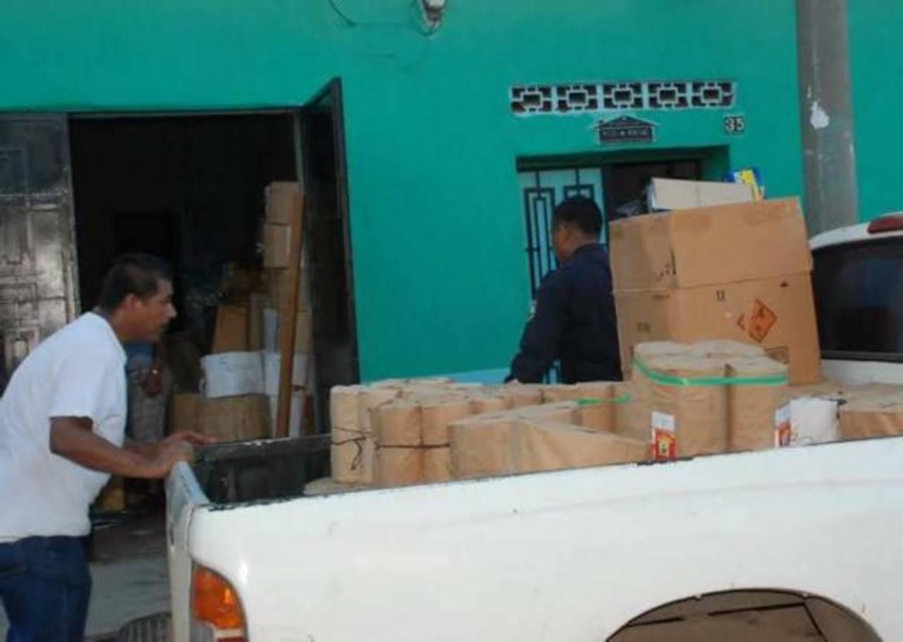 la Policía realizó el decomiso de pólvora prohibida que estaba almacenada en una vivienda del barrio San Carlos, La Unión. Foto vía Twitter Insy Mendoza