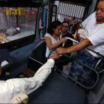Actualmente el subsidio se entrega a los buseros y microbuseros. FOTO EDH Archivo.
