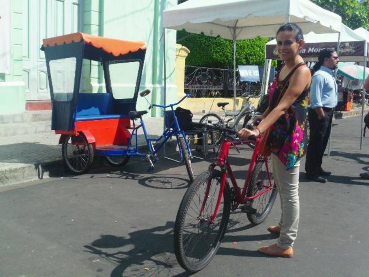 El costo del alquiler de la bicicleta es de tres dólares las dos horas que dura el recorrido. Foto EDH / Mauricio Guevara