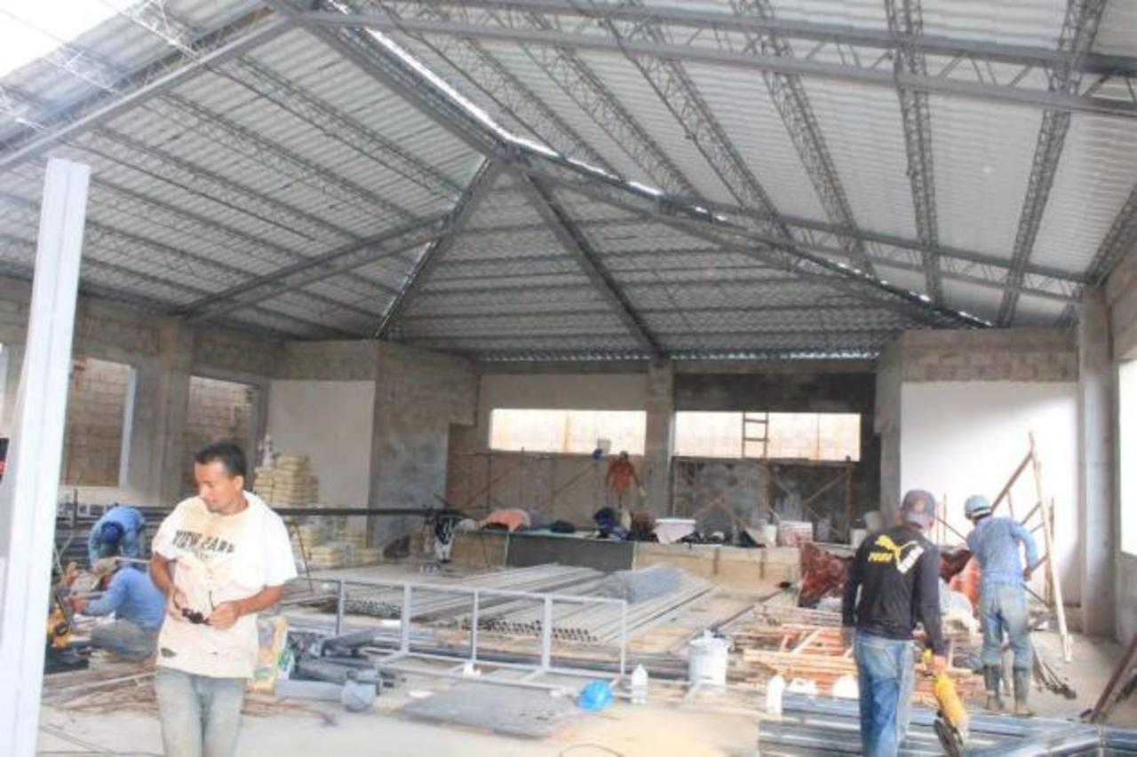 La empresa privada también ha ayudado en Ahuachapán. Juntos invirtieron $139,774 para hacer un conjunto de plazas.La cooperación coreana ayuda a la alcaldía de Ahuachapán a edificar centro de prevención de la violencia. Inversión será de $2.3 Mlls. f