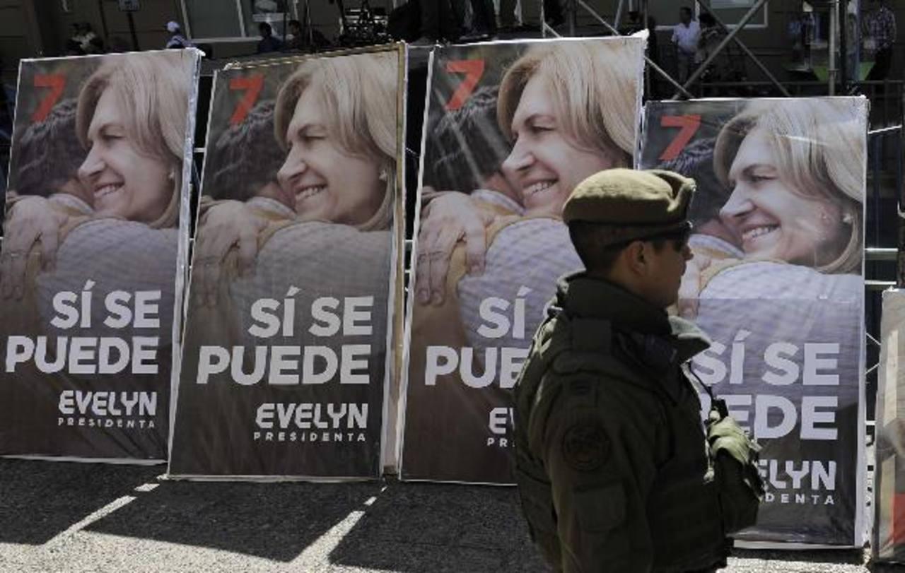 Las candidatas presidenciales cerraron sus campañas el jueves. Ayer inició el silencio electoral para reflexionar el voto de mañana. foto edh /Reuters/AP