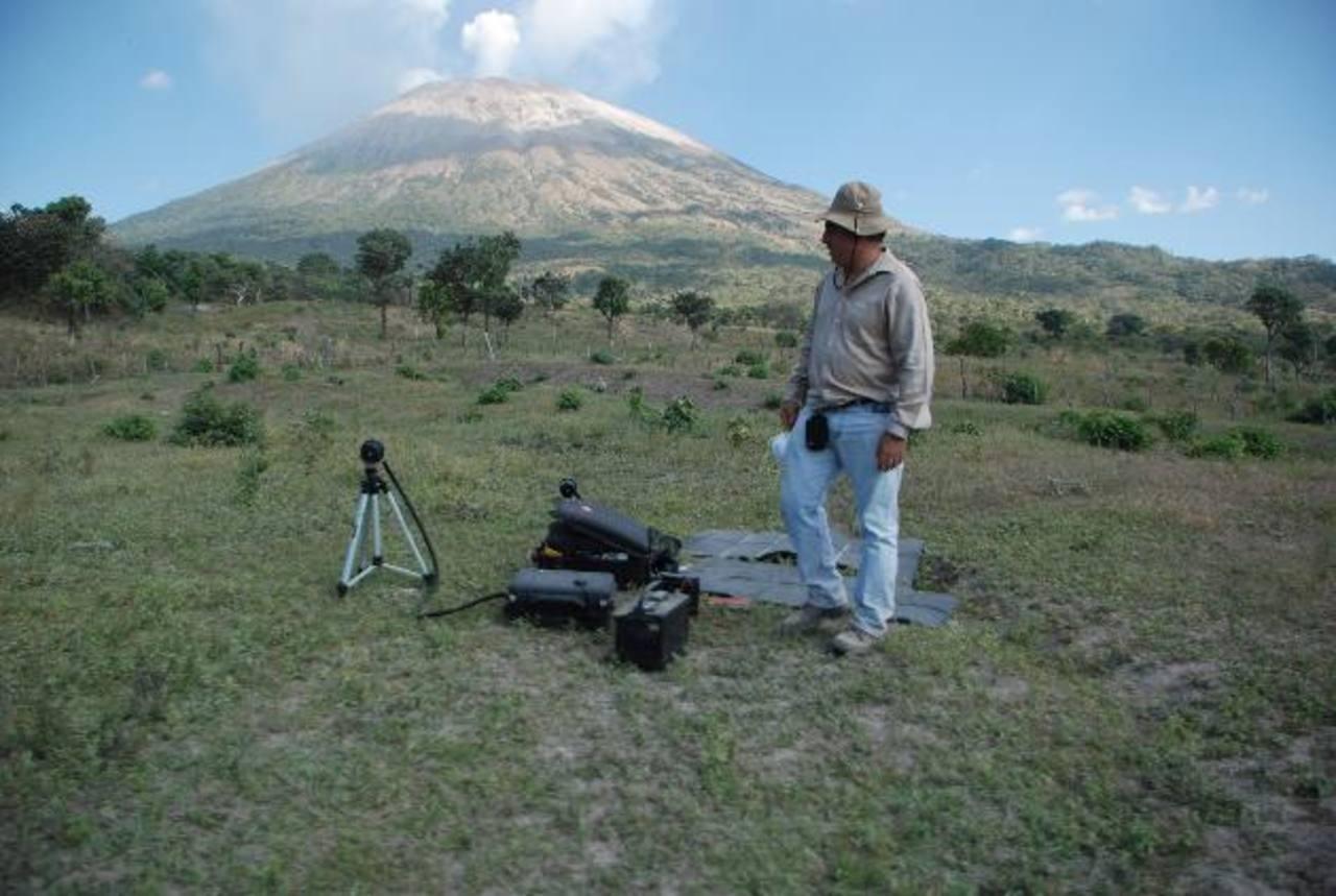 Según volcanólogo, una nueva erupción podría debilitar la estructura volcánica, provocando pequeños desprendimientos en el cráter. Foto edh / Francisco Torres