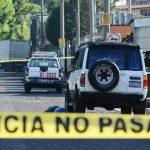 El empresario Julio Romero, de 30 años, se disponía a subir a su vehículo cuando fue atacado por un hombre. El asesinato fue cerca de la residencial Santorini, en San Marcos. Foto EDH / Mario Amaya.Un vigilante fue asesinado en un cantón de Olocuilta