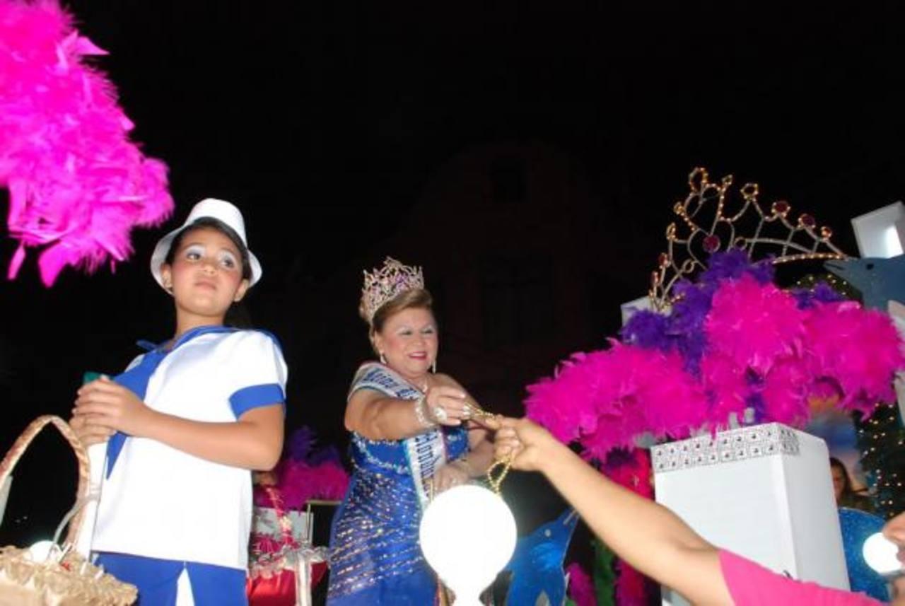 Los carnavalitos estuvieron alegres y con mucha seguridad. foto edh / insy mendoza