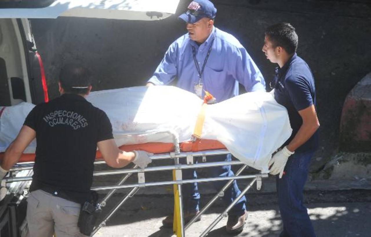 Meriney de Pleitez, de 34 años, fue asesinada frente a sus tres hijos, la mañana del pasado 25 de noviembre, por su esposo Héctor Pleitez, de 41, en Brisas del Sur, Soyapango. Foto EDH / Archivo