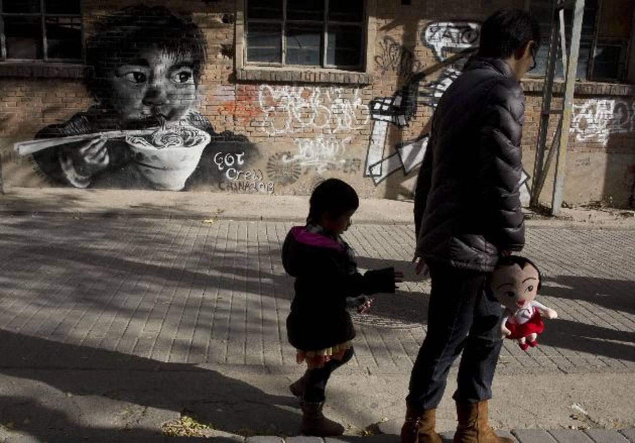 China autorizó formalmente el sábado a las parejas tener un segundo hijo si alguno de los padres fue vástago único. Foto/ AP- Archivo