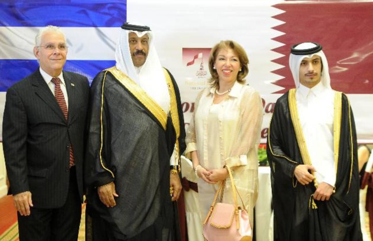 El embajador Abdul Rahaman Al-Doussari y el agregado diplomático Salman Al-Oaibi, junto a su homólogo de Panamá Enrique Bermudes y su esposa Susy de Bermudes. Foto EDH / marvin recinos