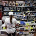 Los comerciantes han sido obligados a bajar los precios de los productos, de lo contrario pueden ir presos. foto edh/archivo