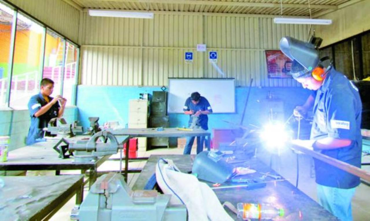 Con la sustitución eléctrica se garantiza la seguridad del estudiante. Foto EDH / mauricio guevara