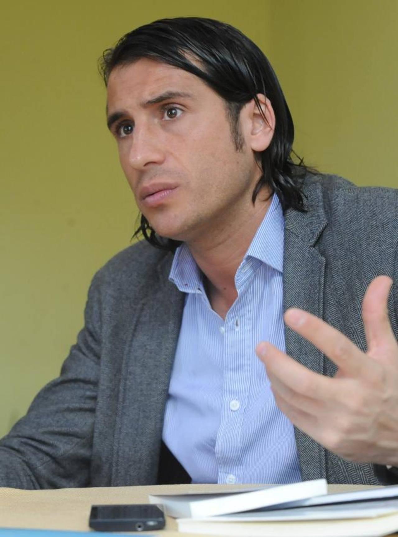 Santiago Tejedor ha escrito varios libros sobre comunicación 2.0. Foto EDH / Lissette Monterrosa