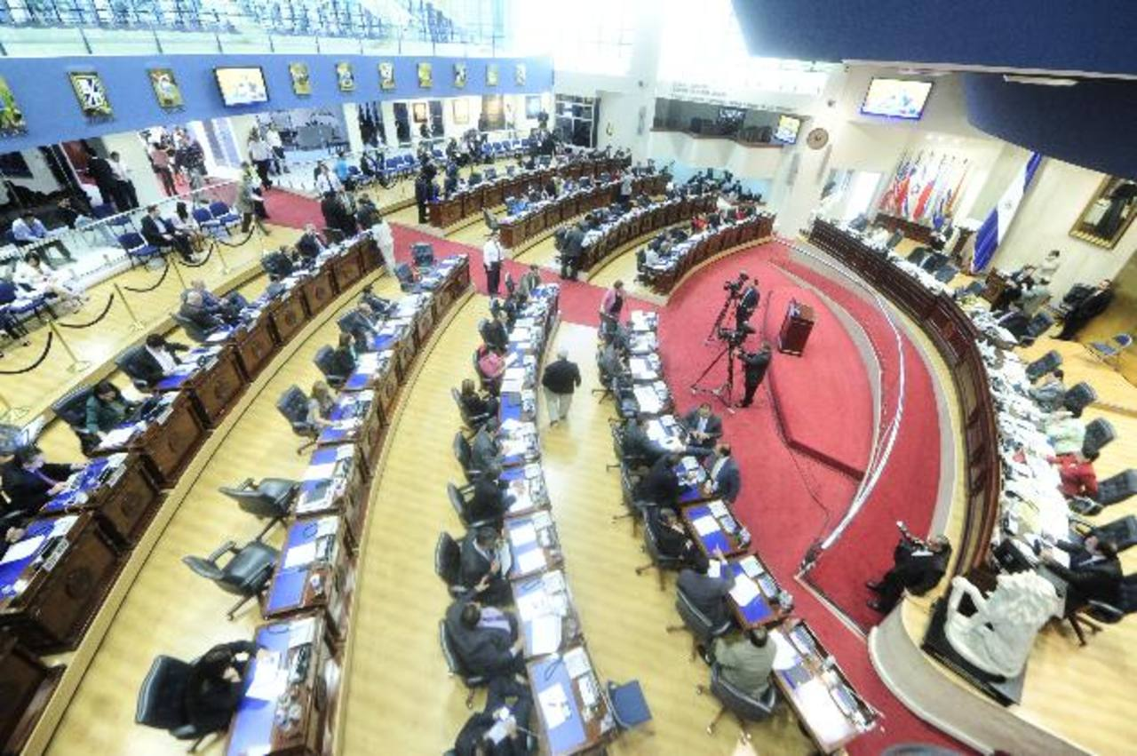 La Asamblea Legislativa se rehusa a dar información de los asesores. FOTO EDH Archivo.