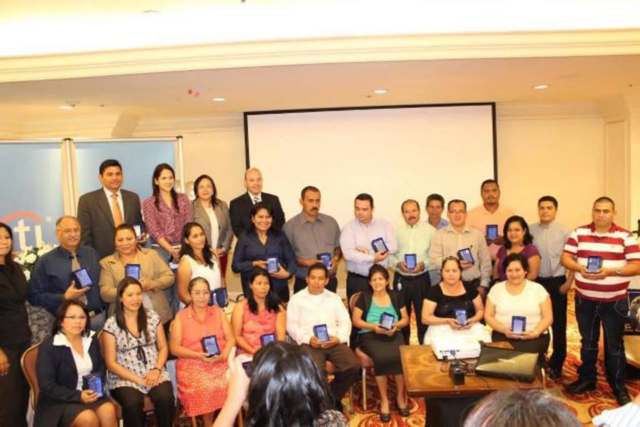 Fueron nueve micro empresarios galardonados, tres por cada categoría y nueve menciones honoríficas. foto edh / cortesía