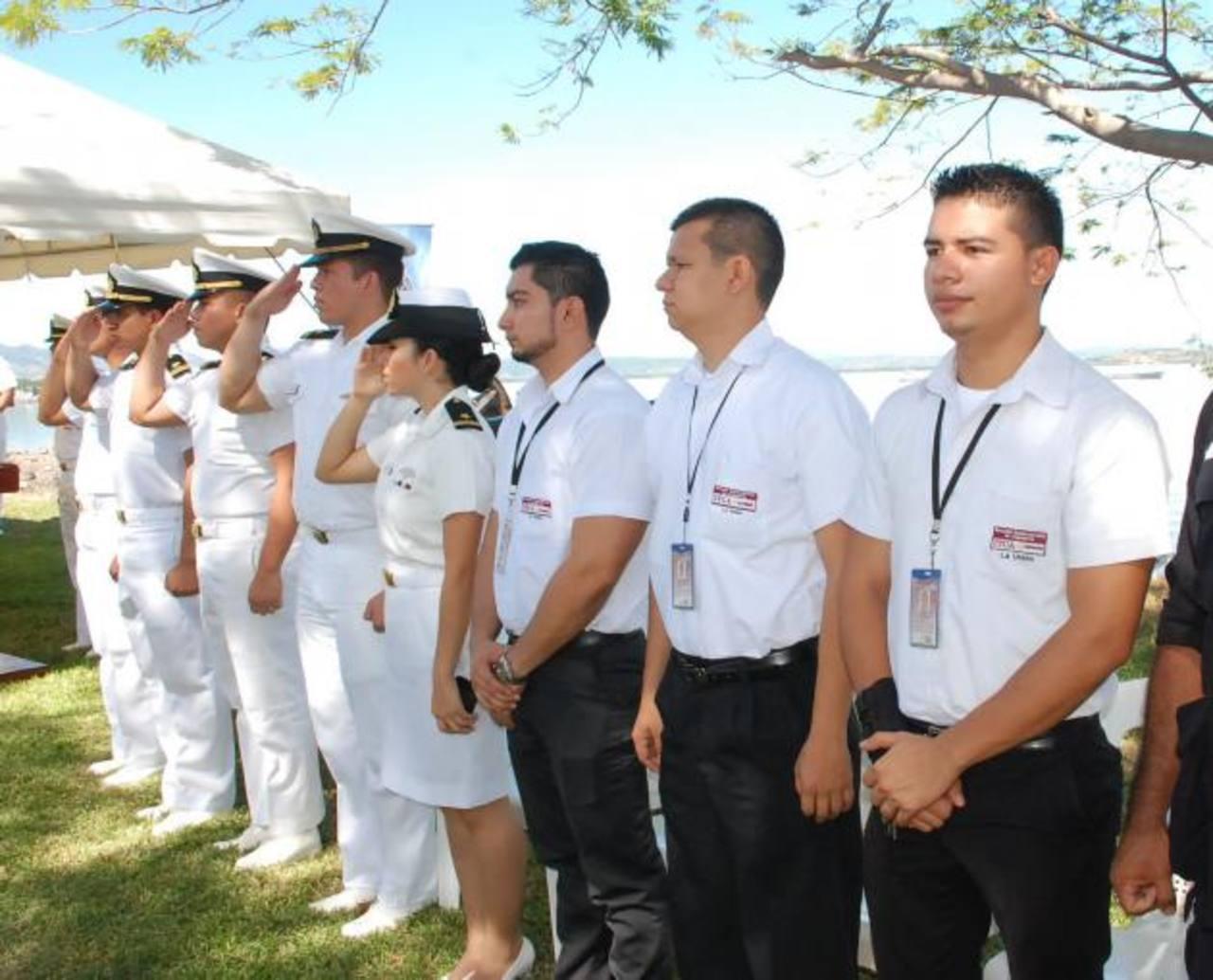 Los instructores encargados de preparar a los nuevos marinos participaron como primer grupo de adiestrados en la nueva sede. fotos edh / insy mendoza