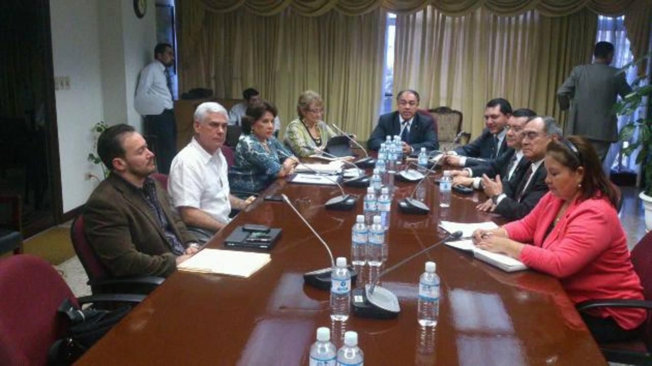 Algunos diputados que forman la comisión Ad Hoc para reformas a Ley APP.