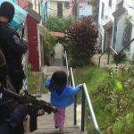 Policías antipandillas y de la Delegación de Mejicanos participan en el operativo. FOTO EDH Ericka Chávez.