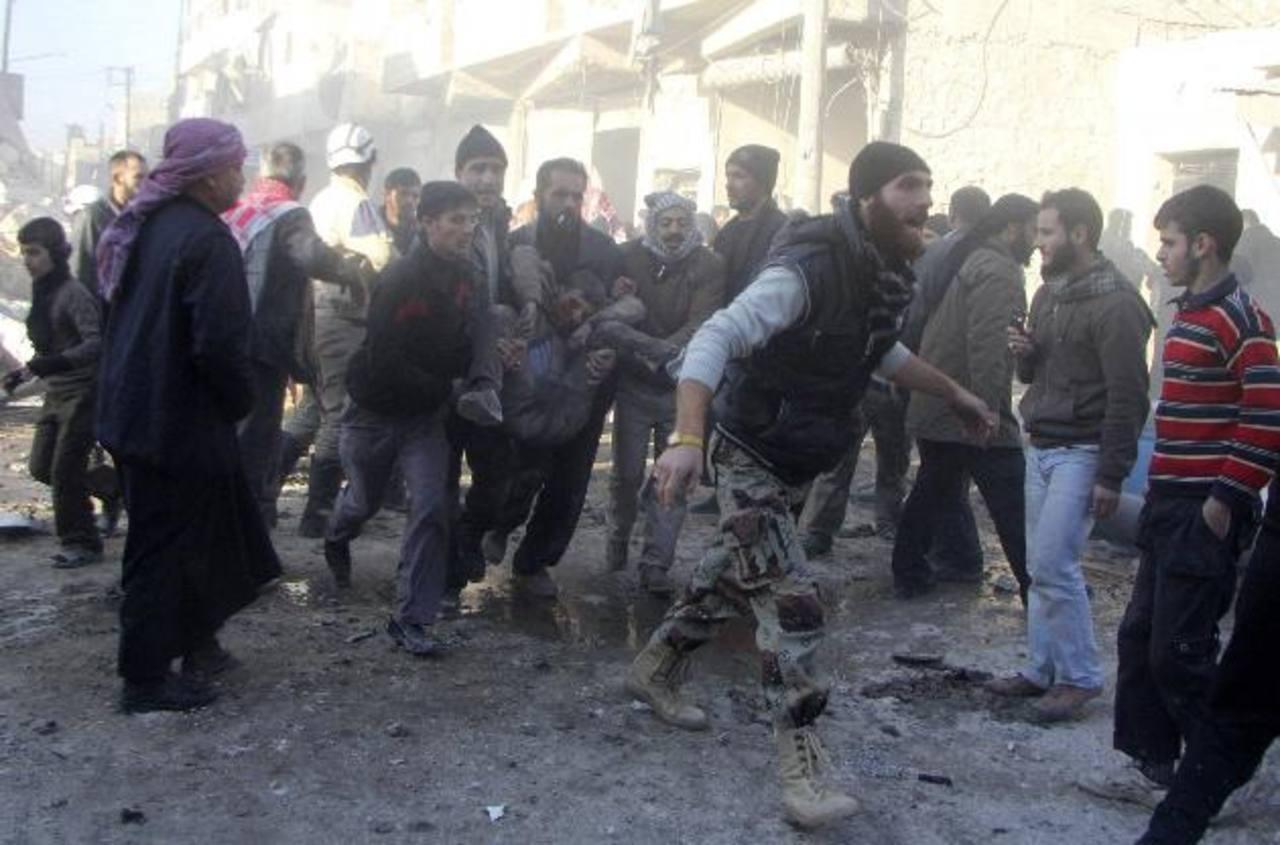 Uno de los barrios bombardeados por la aviación siria contra zonas controladas por los rebeldes. foto edh / reuters