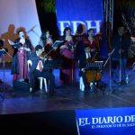 La noche de ayer, los villancicos se escucharon en el Museo. Fotos EDH / Douglas UrquillaEl concierto se disfrutó en familia. Fue un regalo de Navidad.Los artistas de Radio Clásica deleitaron a los asistentes.