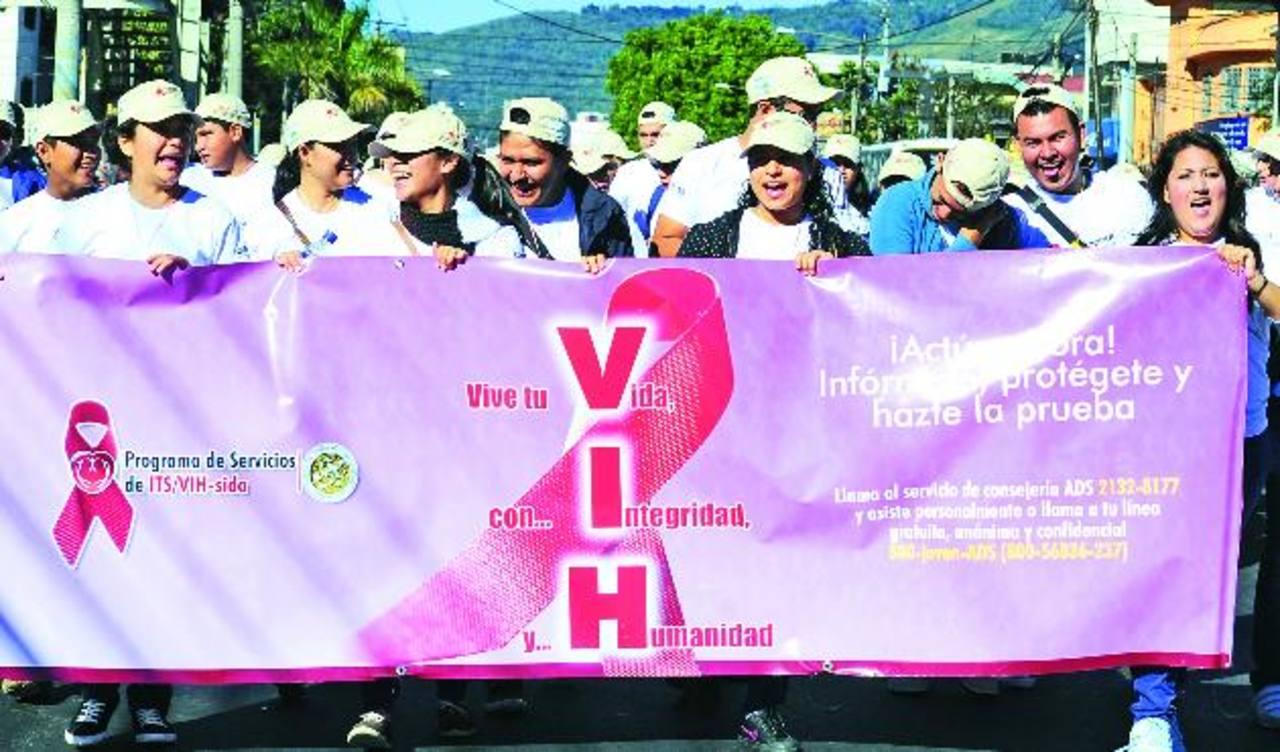 La Organización Panamericana de la Salud destaca la participación de las ONG para poner fin al contagio y discriminación. FOTO EDH / JORGE REYES