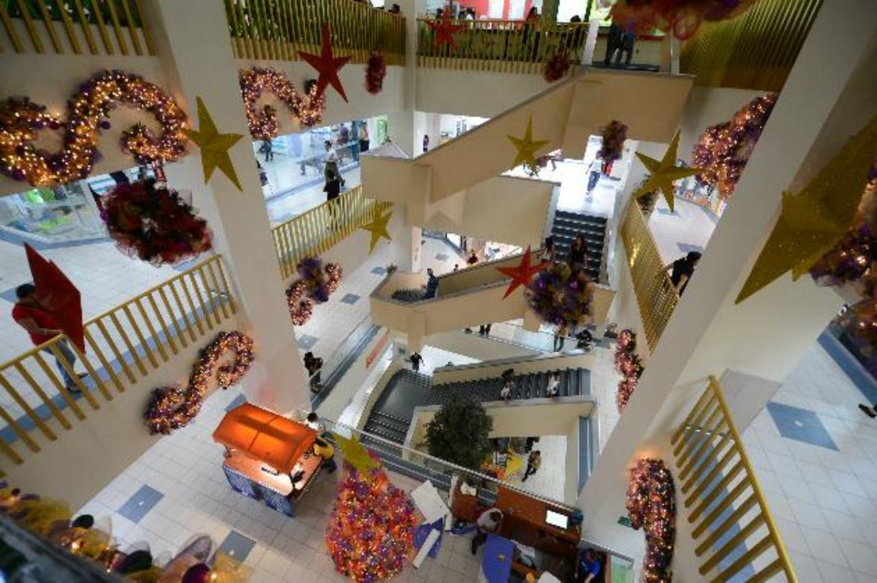 Locales con oferta comercial variada son el principal atractivo de Plaza Centro. Foto EDH / Mauricio Cáceres