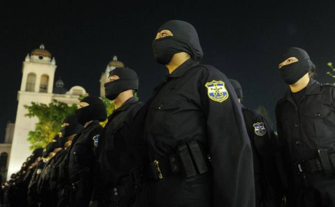 La inconformidad de no recibir el bono de 200 dólares causó más efecto en el nivel básico de la Policía. Foto EDH / Archivo