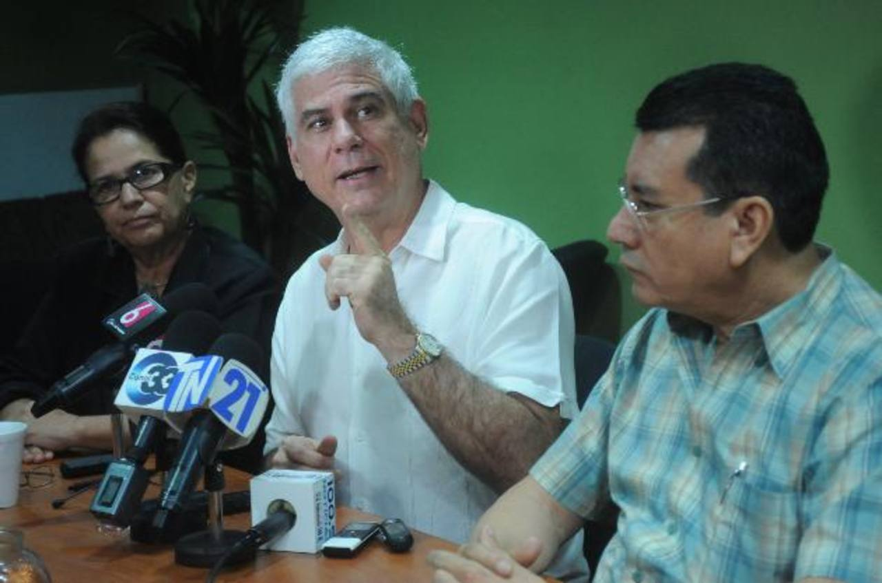 Parker enfatizó que su partido está en favor de que se incluyan a las PEP en la ley de lavado. foto EDH / Lissette Monterrosa