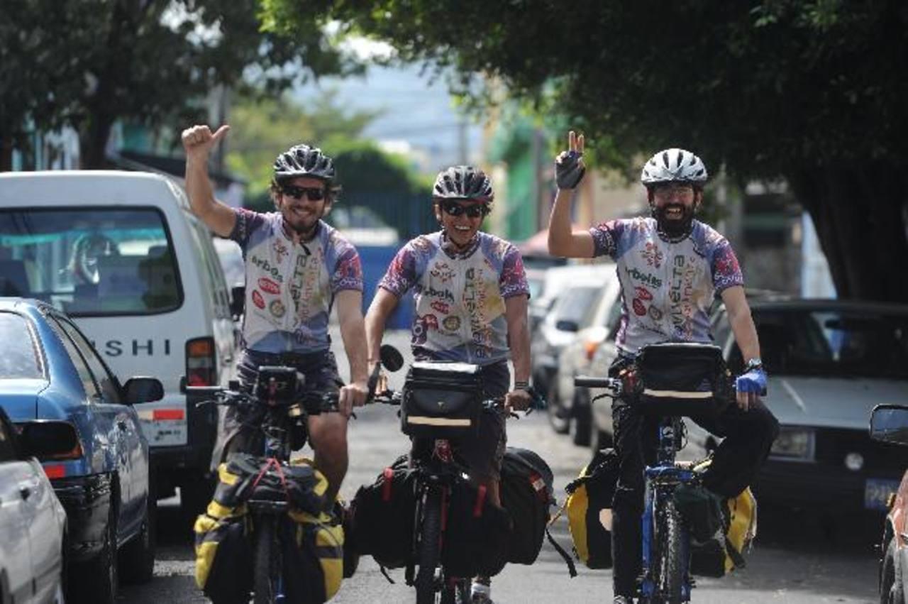 Ciclistas viajeros dejan huella de inspiración