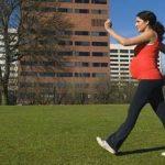 Los especialistas señalan que sólo el hecho de caminar durante unos 30 minutos es beneficioso. Foto edh