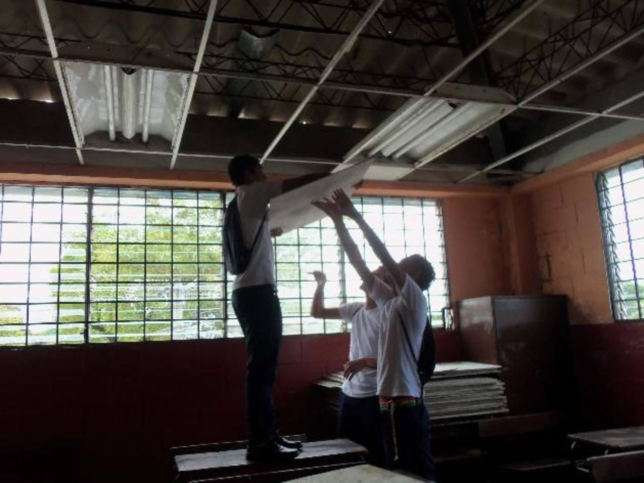 El centro escolar urge del desembolso para realizar los trabajos, que incluyen el cambio de techo. Foto EDH / Mauricio Guevara