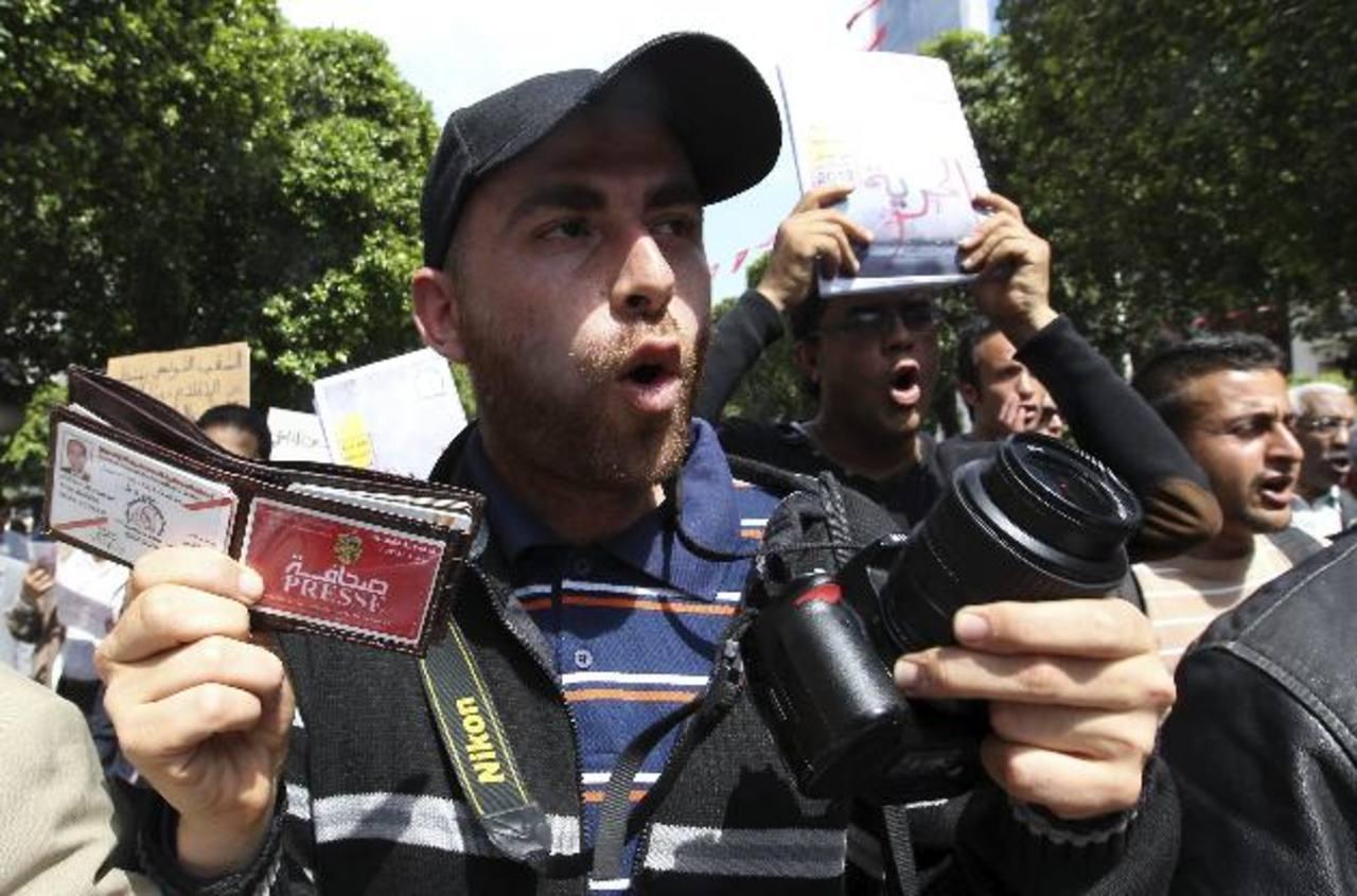 Periodistas tunecinos hicieron una protesta en mayo para abogar por la libertad de prensa en la región. Foto EDH /archivo