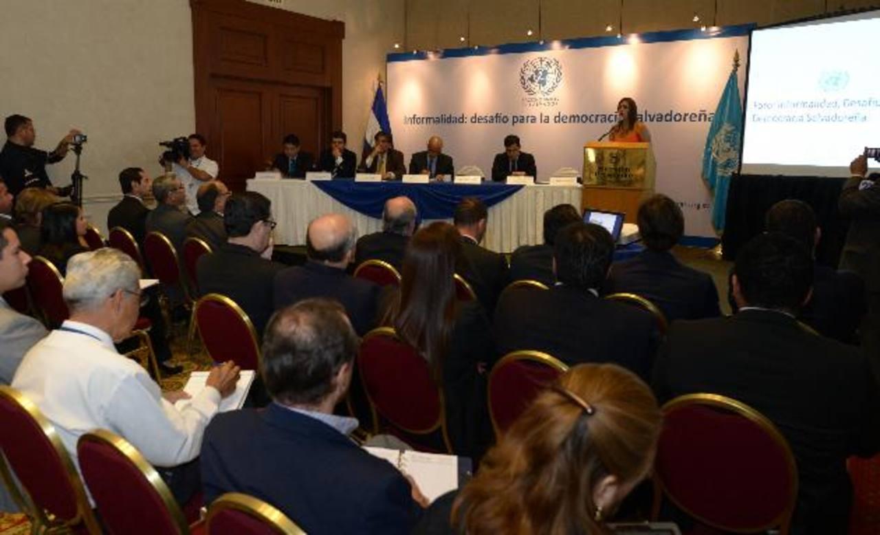 Carolina Ávalos, presidenta del FISDL, expuso sus ideas en el Foro. Foto EDH/douglas urquilla