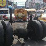 Así quedó el bus de la ruta 30 accidentado por falta de mantenimiento. FOTO EDH Claudia Castillo, vía Twitter.